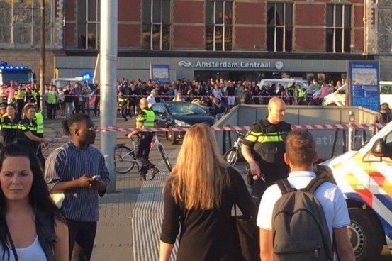 Vehículo atropella a varios personas en Ámsterdam dejando al menos 5 heridos
