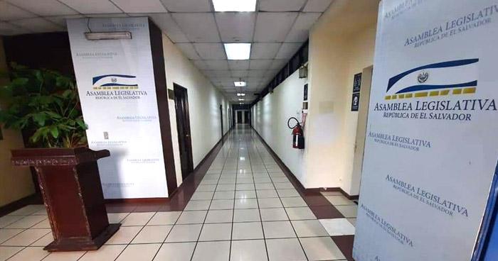 Pasillos y salones vacíos, así se encontró este lunes la Asamblea Legislativa