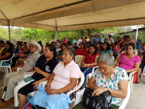 Entregan títulos de propiedad a 98 familias en San Vicente