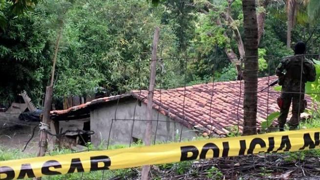 Encuentran el cadáver de un hombre calcinado en una casa abandonada en Chalatenango