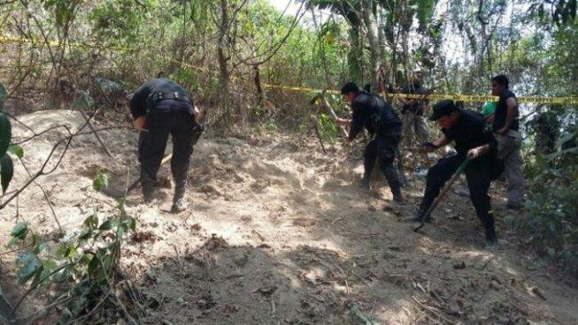 Localizan 3 cadáveres semienterrados en Nejapa