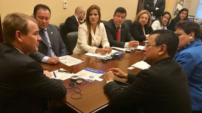 Canciller y diputados inician con éxito gira para abogar por el TPS y DACA