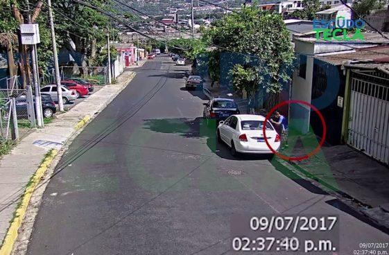 VÍDEO: Capturan a sujeto que abría carros y hurtaba las pertenencias en Santa Tecla