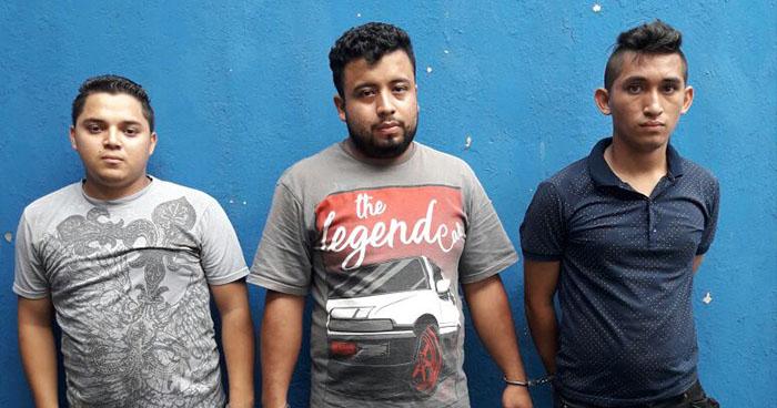 PNC captura sobre el bulevar de Los Héroes a tres presuntos asaltantes