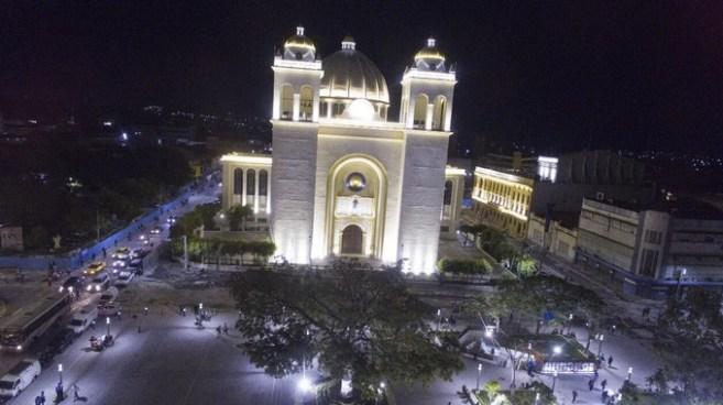 Arzobispo Escobar Alas asegura que ningún político les ha ayudado a restaurar la catedral
