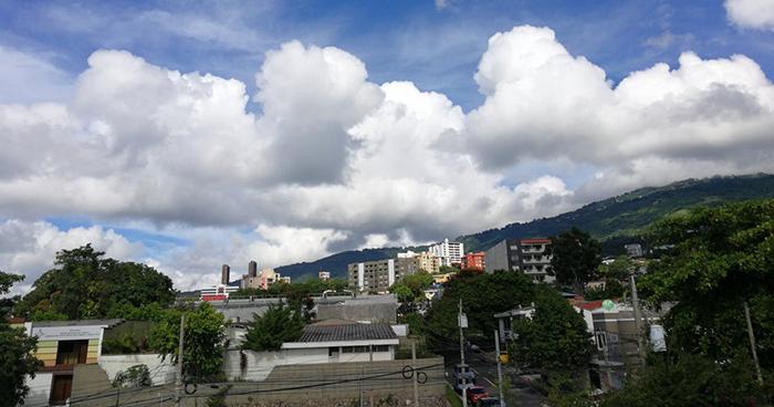 Paso de vaguada provocará tormentas eléctricas y lluvias en el país