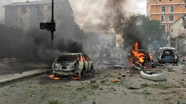 Seis muertos tras atentado con coche bomba cerca de un hotel de Mogadiscio