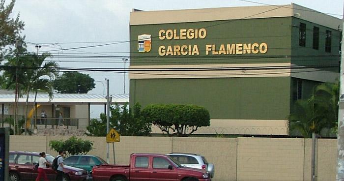 Privan de libertad a niña y su madre cuando salían de reconocido colegio de San Salvador