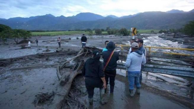 Avalancha de río La Pila deja cuatro muertos y 18 desaparecidos en Colombia