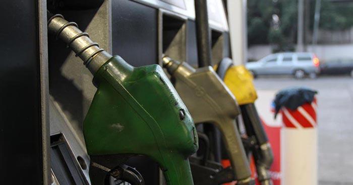 Baja de hasta $0.13 ctvs en el precio de los combustibles a partir de mañana