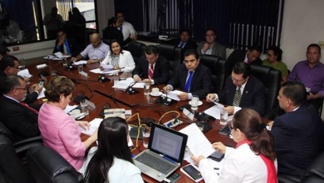 Diputados acuerdan revelar nombres de financistas de los partidos