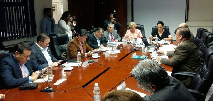 Diputados acuerdan reformar ley de la carrera docente
