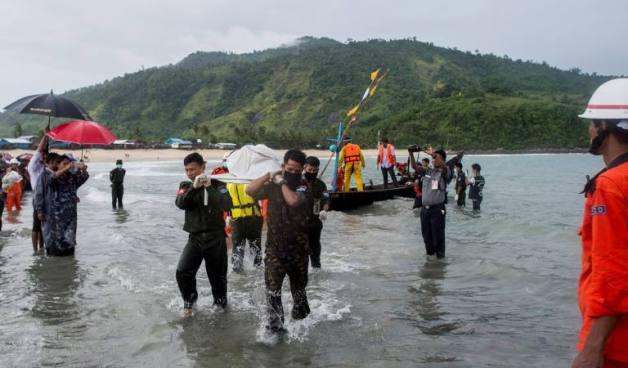 Recuperan 30 cuerpos del avión Birmano que desapareció con 116 personas