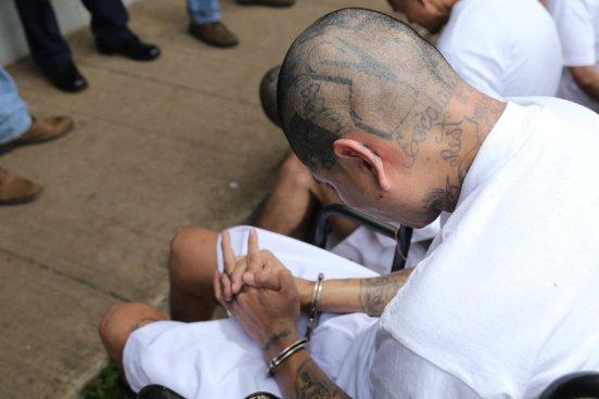 Trasladan a 40 reos de alta peligrosidad de la MS al penal de Zacatecoluca