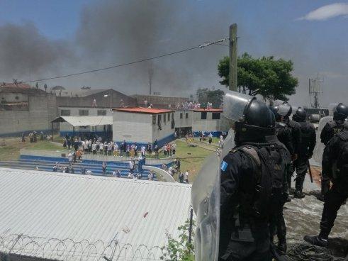 Dos muertos y 10 prófugos tras el motín de una cárcel en Guatemala