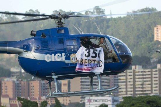Tres policías roban un helicóptero y lanzan granadas al edificio del Tribunal Supremo en Venezuela