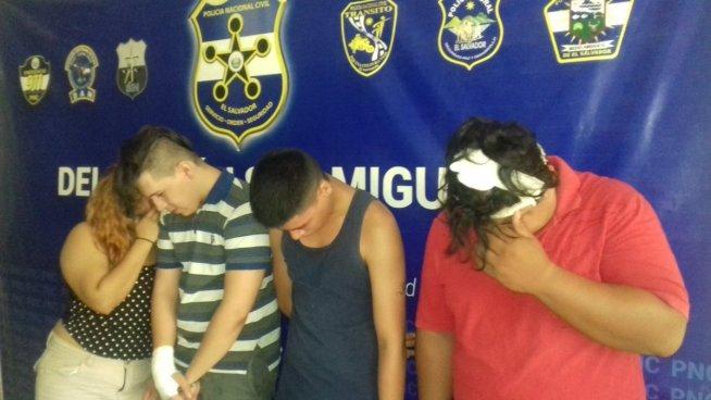 Son detenidos por comenzar una pelea en un bar de San Miguel y descubren que son homicidas