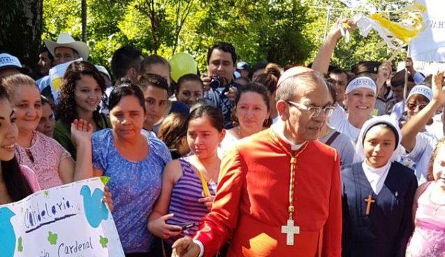 Cardenal Gregorio Rosa Chávez visitó su tierra natal en Sociedad, Morazán