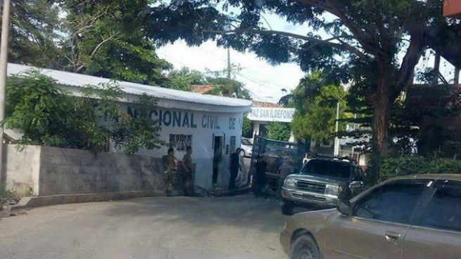 Desalojan a agentes de la PNC de puesto policial en San Vicente