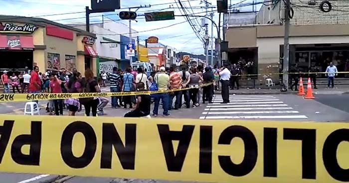 Dos lesionados dejan disturbios por el desalojo de vendedores en Santa Tecla