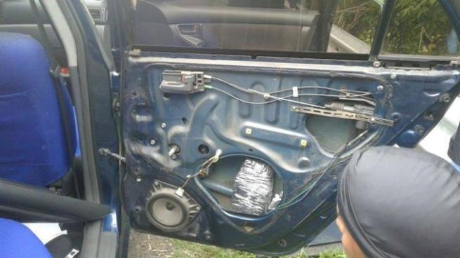 Detención preventiva para sujeto que escondía $55,720 dólares en su vehículo