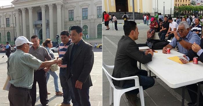 A falta de oficina, diputado independiente atiende a ciudadanos en una plaza pública