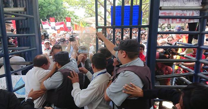 Norman Quijano despide a subjefe de seguridad de la Asamblea Legislativa tras los disturbios de estudiantes de la UES