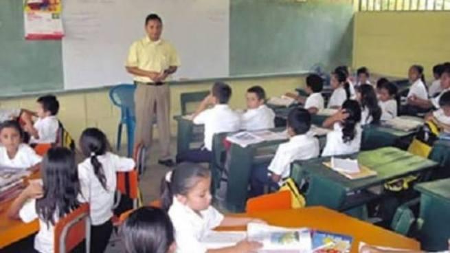 Ministerio de Educación pone a disposición plazas para docentes en todo el país