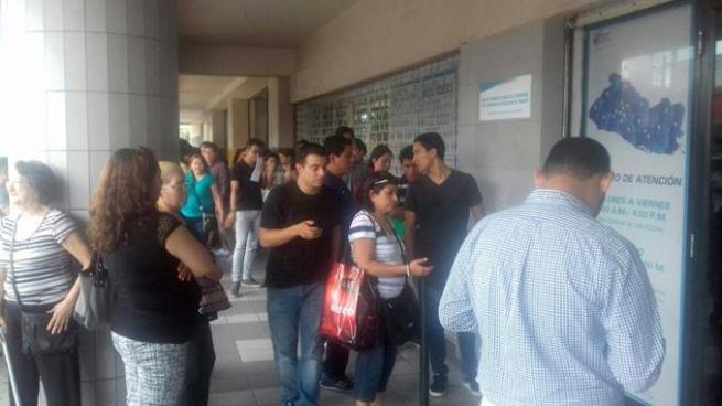 Jóvenes salvadoreños con poco entusiasmo por elecciones del 2018