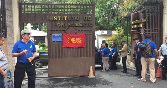 Empleados de Medicina Legal suspenden levantamientos de cadáveres a nivel nacional