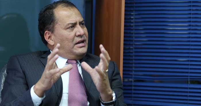 Periodista desmiente haber recibido dinero de los gobiernos de Tony Saca y Mauricio Funes