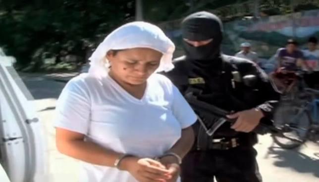 Condenan a hechicera que descuartizó con un machete a su hija en ritual satánico en La Paz