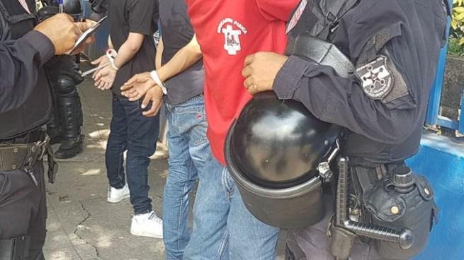 Estudiantes del INFRAMEN capturados durante el desfile de independencia por tenencia de navajas