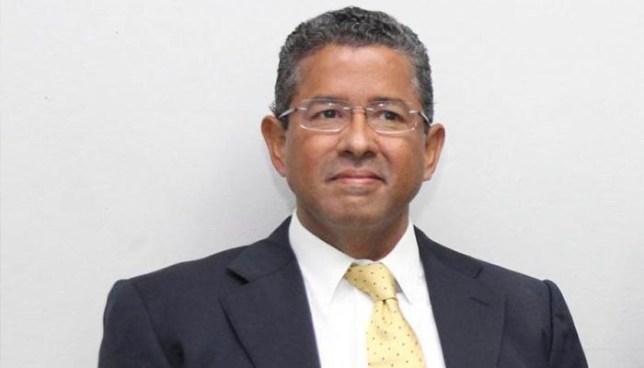 Absuelven a expresidente Flores acusado de apropiarse de $15 millones provenientes de un donativo