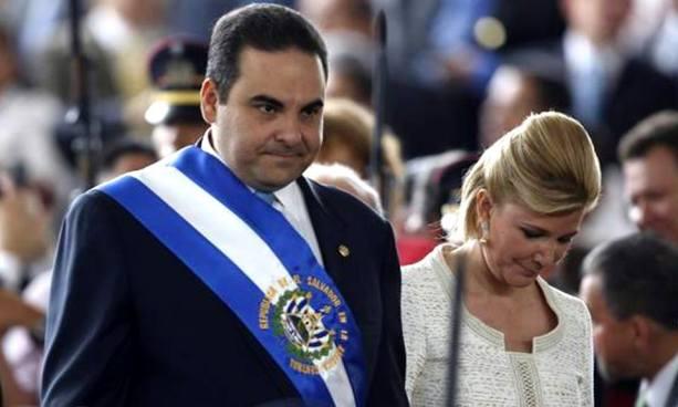 Aplazan audiencia probataoria contra expresidente Saca y su esposa
