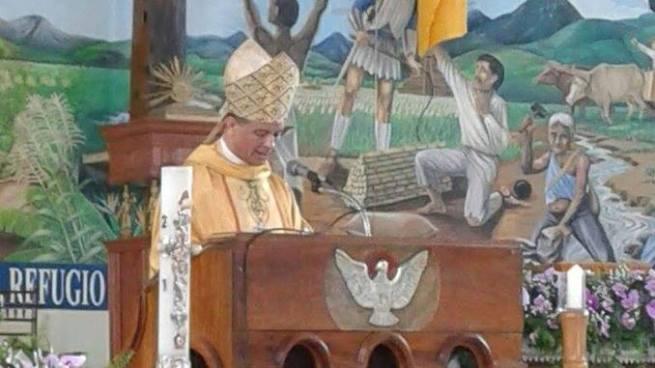 Monseñor Fabio Colindres pide a la población defender a los policías
