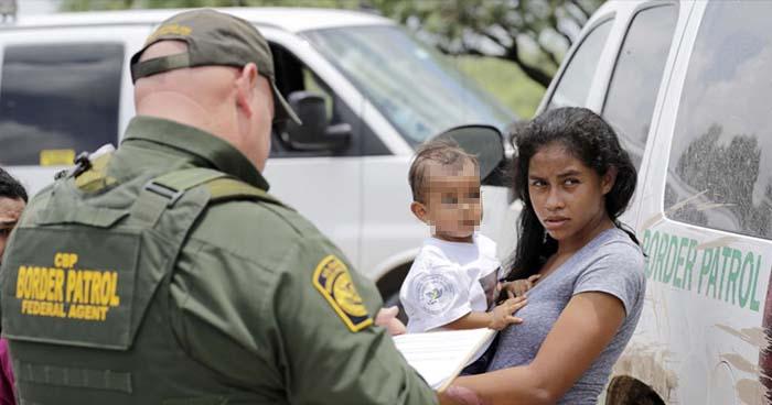 Juez de EE.UU ordena reunir a familias separadas por el gobierno de Donald Trump
