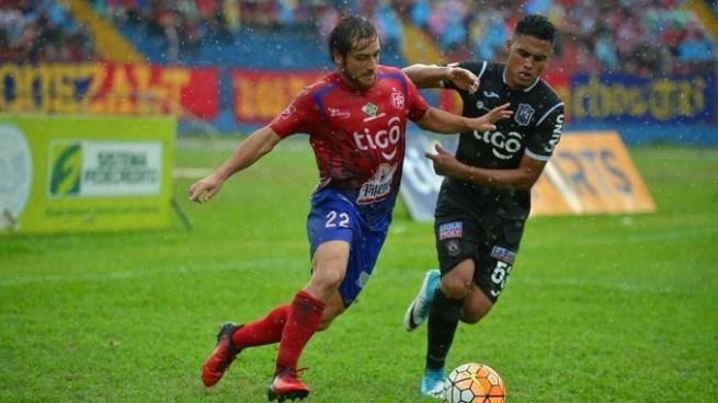 FAS y Águila empatan en el clásico nacional