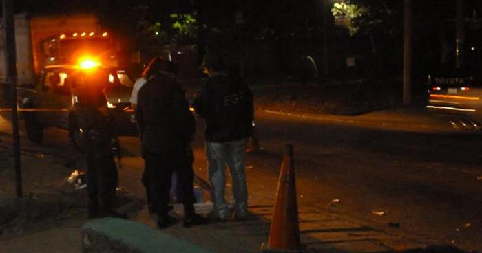 Localizan el cadáver de una persona envuelto en sábanas en carretera a Santa Ana