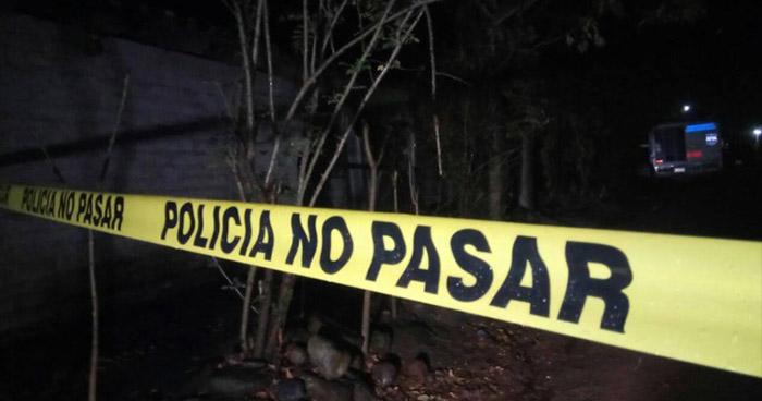 Un hombre fue asesinado a machetazos en una finca de Santa Tecla