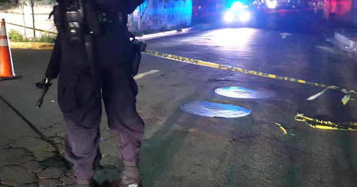 Criminales asesinan a hombre al interior de un vehículo en Mejicanos, San Salvador