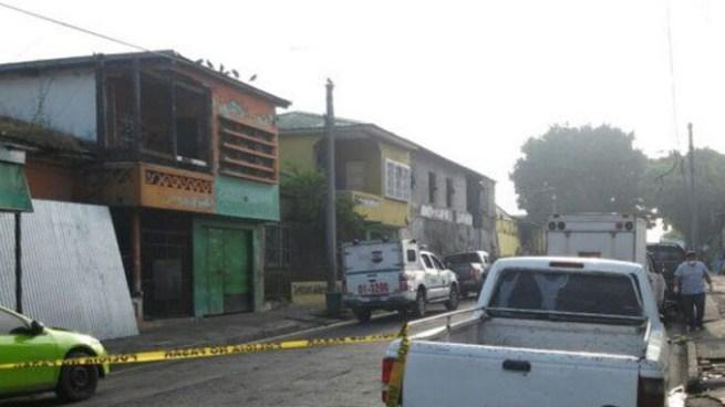 Localizan cuerpo de hombre asesinado en un terreno baldío del mercado San Miguelito