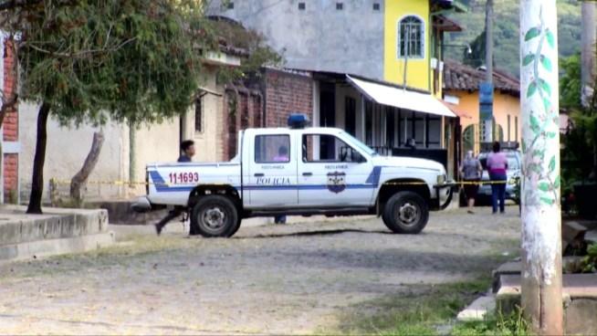 Pandilleros asesinan a motociclista a disparos y machetazos en Apaneca