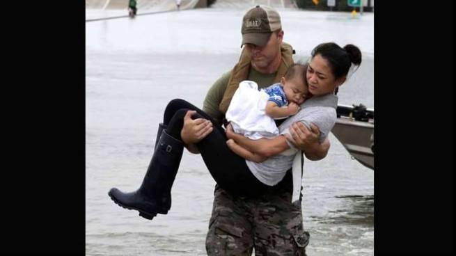 """Fotografía icono por las inundaciones causadas por el paso de """"Harvey"""""""