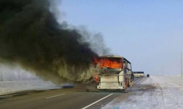 Al menos 52 fallecidos tras incendio de autobús en Kazajistán