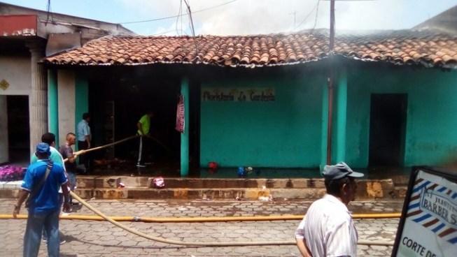 Incendio consume floristería en Chalatenango