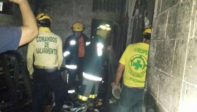 Daños materiales y dos personas afectadas deja incendio en una vivienda de Apopa