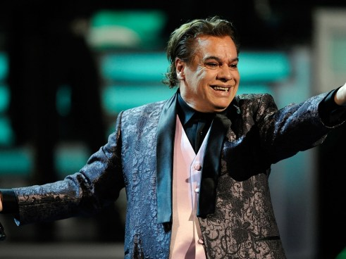 Aterciopelados le rinden tributo a Juan Gabriel