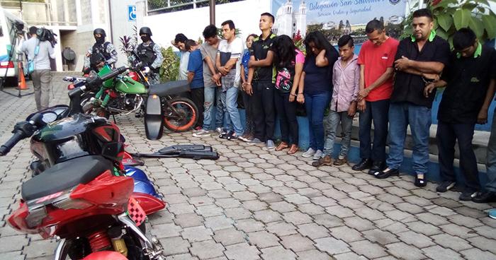 Policía desarticula banda dedicada al hurto y robo de motocicletas en San Salvador