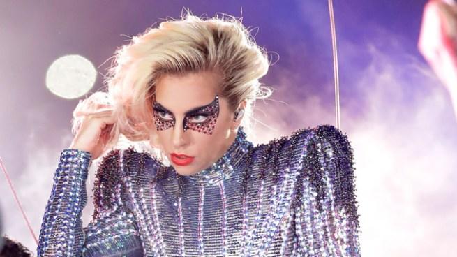 Lady Gaga pospone toda su gira por problemas de salud